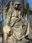 Eine der vielen Engelfiguren auf dem Powazki-Friedhof.