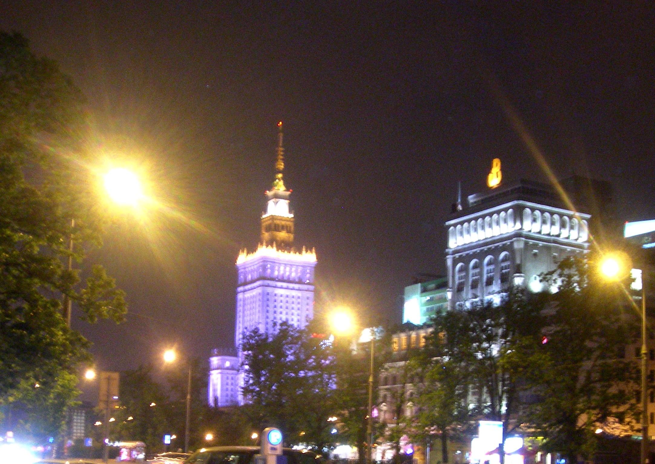 Die Warschauer Skyline in der Nacht.