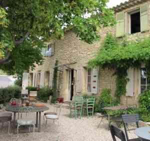 """Ein """"mas"""", ein typisches provencalisches Steinhaus"""