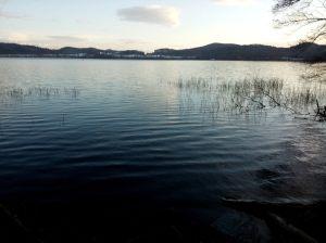 Der Laacher  See in der Abenddämmerung