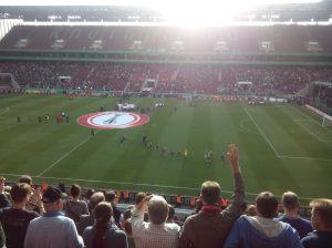 Die Potsdamerinnen verlassen das Spielfeld. Sie haben gekämpft und alles gegeben, doch Wolfsburg war einfach die bessere Mannschaft.