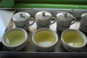 In den Teefabriken probieren und beurteilen die Tea-Tester die verschiedenen Chargen.